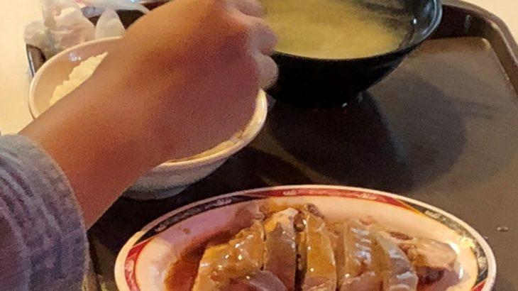南機場夜市の安くて美味しい雞肉とタレかけご飯が最高!山内雞肉